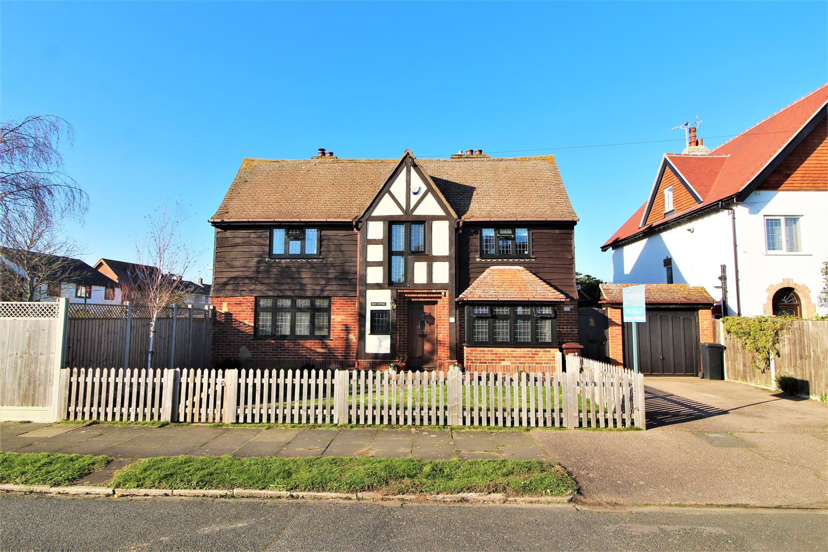 Glebe Way, Frinton-On-Sea, Essex, CO13 9HR
